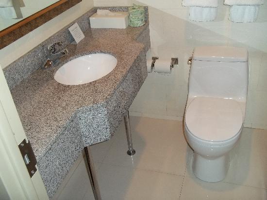 Comfort Inn Times Square West: salle de bain