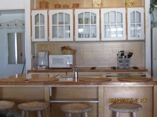 Bungalow Beach Resort: Kitchen unit 116