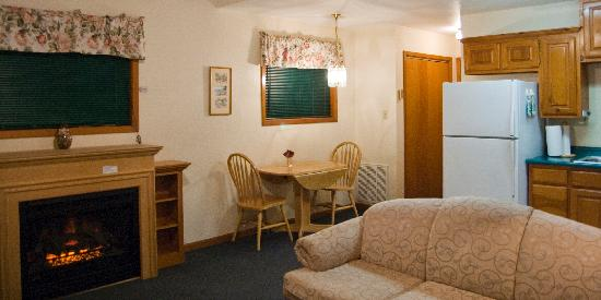 Peach Tree Inn & Suites: Suite