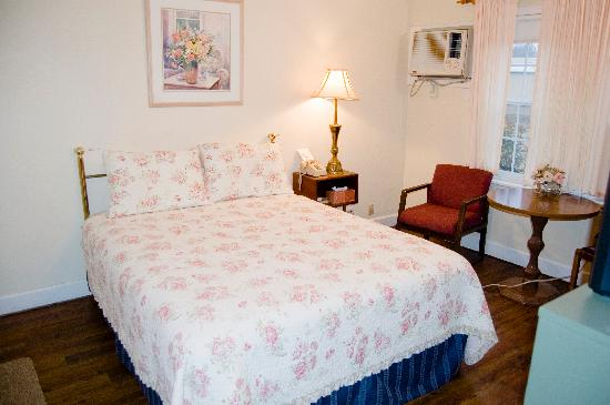 Peach Tree Inn & Suites: Queen