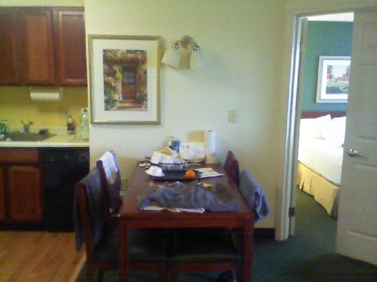 Residence Inn Roseville: Dining Table