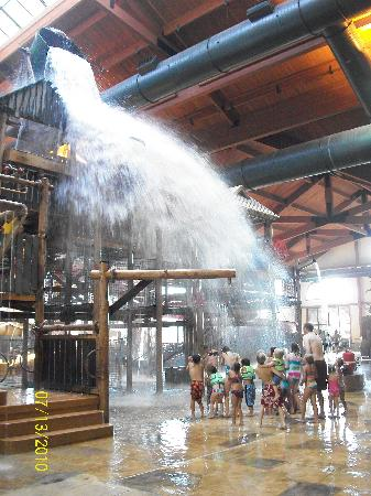 Great Wolf Lodge Kansas City: Here comes the flood!