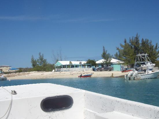 Pirates Hideaway Guest House on Salt Cay: Boat back to Debbies..