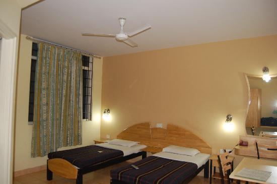 Tom's Hotel Bangalore: Doppelzimmer mit Bad