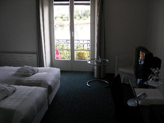 Hotel Schwanen: Schwanen guest room facing lake, great beds and lots of amenities