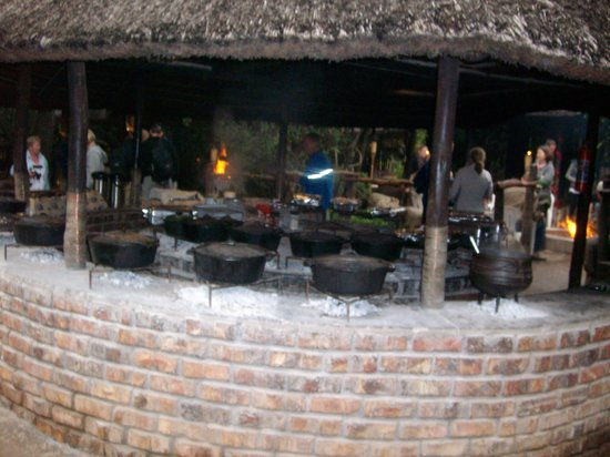 Schotia Safaris Private Game Reserve: Dinner Time!