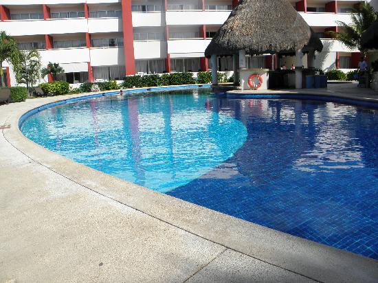 Temptation Resort Spa Cancun: The quiet pool