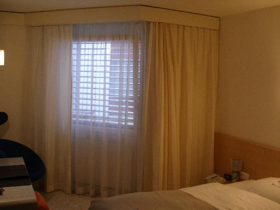 BEST WESTERN Hotelbern: Hotel Bern single guest room with window facing in