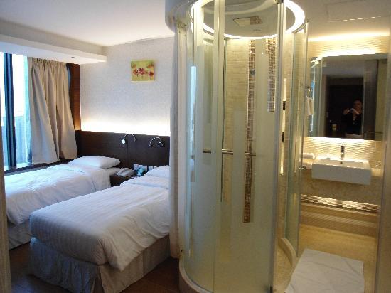 The Bauhinia Hotel - Tsim Sha Tsui: hotel room