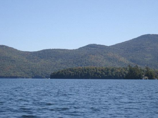 Carey's Lakeside Cottages: Lake George from one of Carey's rowboats