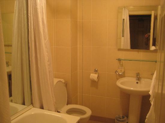 Leeson Inn Downtown: Bathroom