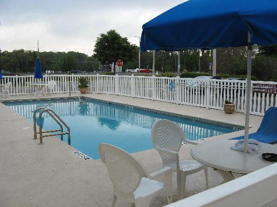 Holiday Inn Express Hotel & Suites Tavares: Pool