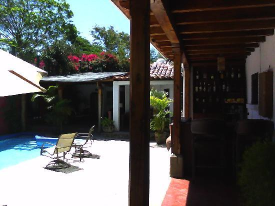 Hotel Casa La Capilla: pool/bar