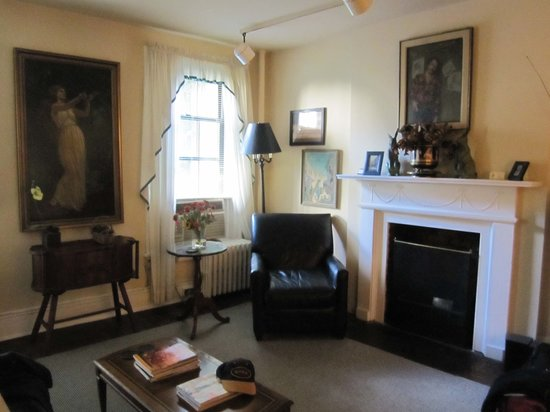 Greenwich Village Habitue: Spacious sitting room