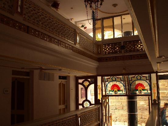 Gangaram Hotel and Guest House: Haupthalle in 3 Ebenen