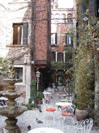 Hotel Flora: autre vue du jardin