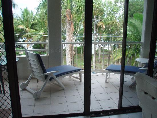Argosy on the Beach: Blick v. Wohnzimmer auf den Balkon
