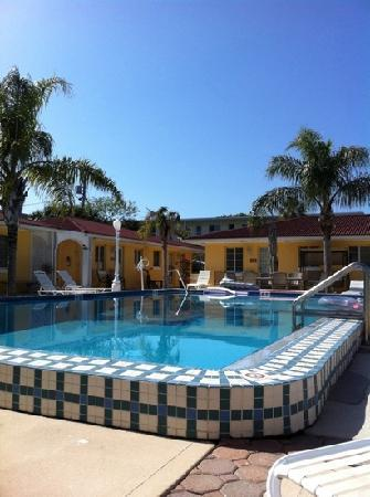 Gulf Tides Inn: awesome pool!