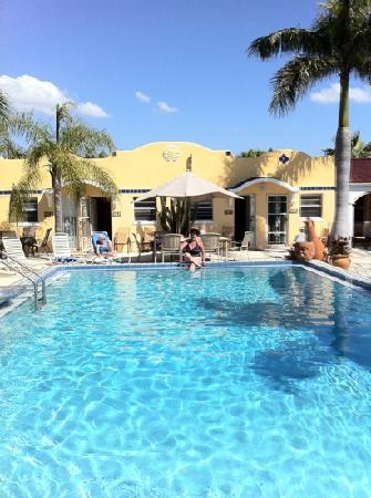 Gulf Tides Inn: love this place!!