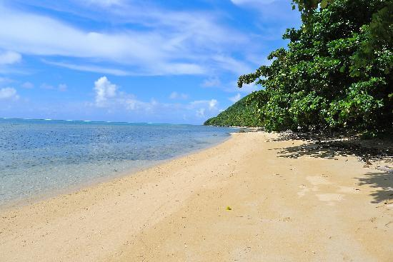 Ono Island, Fiji: Beach in front of Mai Dive