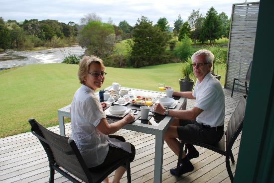 Clearwater Retreat : Breakfast on the terrace