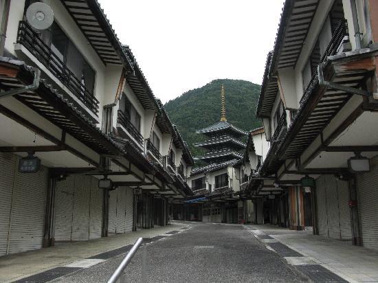 Echizen Daibutsu : 閑散とした門前町