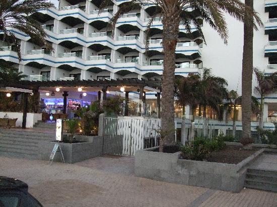 IFA Faro Hotel: Cafe de Paris below Hotel