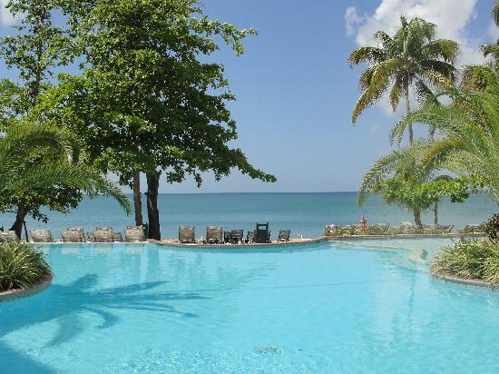 Rincon Beach Resort: pool view