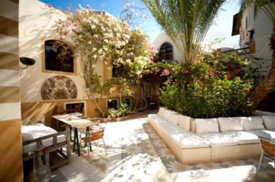 Dawar el Omda courtyard