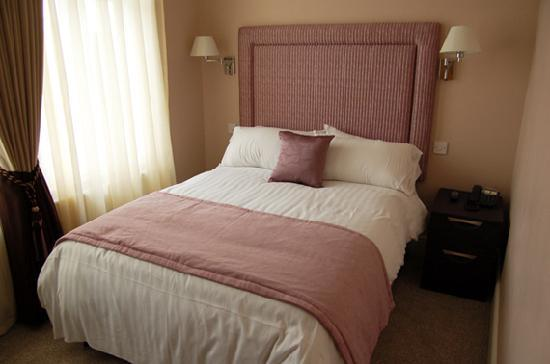Hornchurch, UK: Our beautifully designed & decorated rooms combine luxurious comfort & distinctive character.