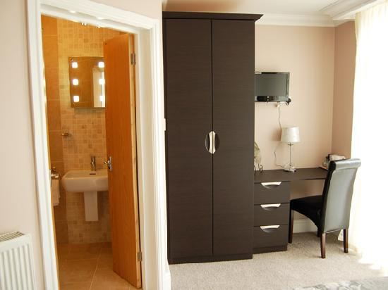 Hornchurch, UK: Beautiful & individual rooms, all fitted with a work station & free Wi-Fi.