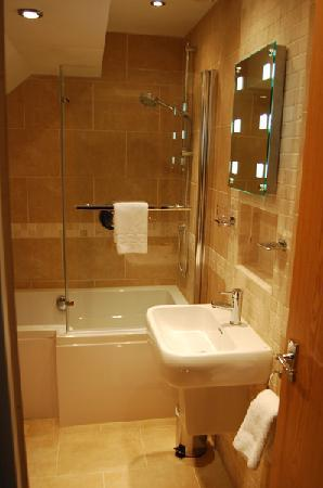 Hornchurch, UK: Our bedrooms host beautifully decorated en-suite bathrooms.
