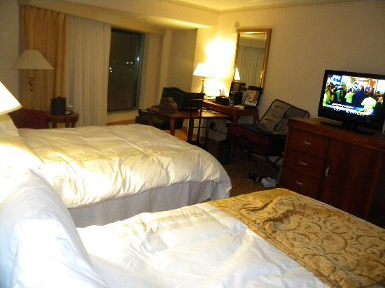 Indianapolis Marriott North: Room w/ 2 queen beds