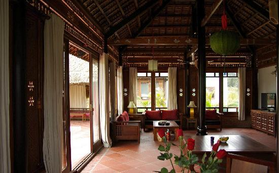 Full Moon Village : Inside the villa
