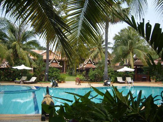 Apsara Angkor Resort & Conference: Vue de la piscine