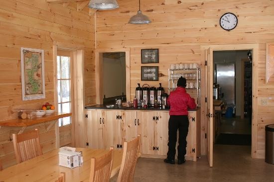 AMC Gorman Chairback Lodge and Cabins: Snacks and Drinks available all day