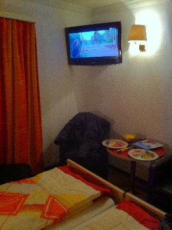 Hotel Europa: In Room TV With Many UK Channels