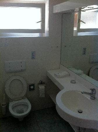 Hotel Europa : Very Clean Bathroom