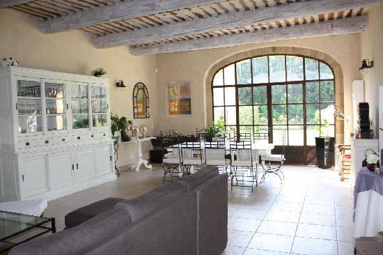 Entraigues-sur-la-Sorgue, Francja: Salle à manger