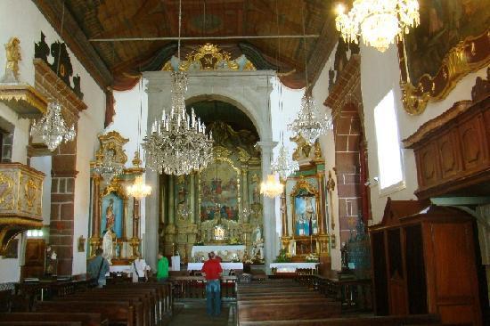 Igreja de Nossa Senhora do Monte: Keine herausragende Ausstattung des Andachtsraumes und Altars