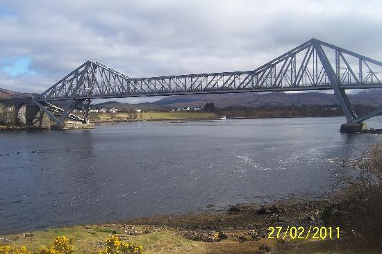 Oyster Inn: Nearby Connel Bridge