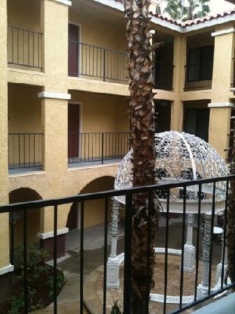 Moreno Valley, كاليفورنيا: courtyard