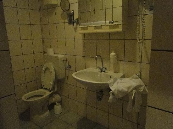 City Apart Hotel: Bathroom