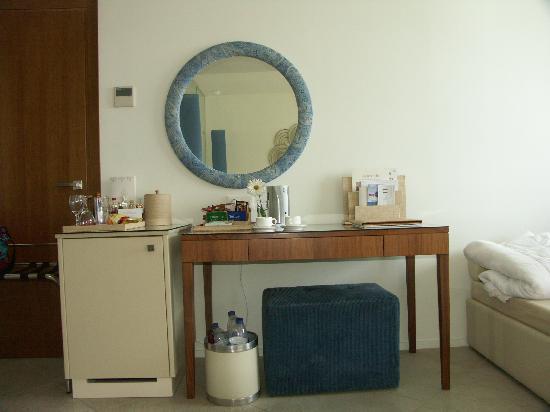 Amirandes, Grecotel Exclusive Resort: Kühlschrank nicht funktionstüchtig