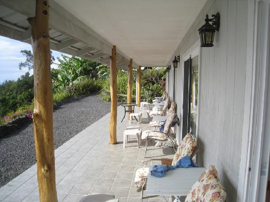 Mango Sunset BnB at Lyman Farms: the shared lanai