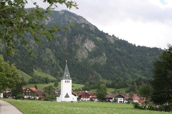 Hotel Bären: Dorfkirche