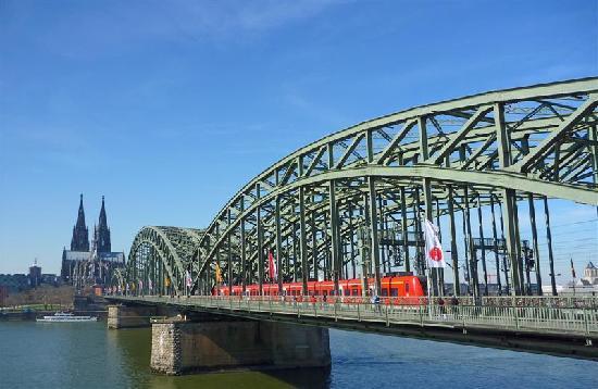 Katedra Świętego Piotra i Najświętszej Marii Panny w Kolonii (Dom): dal ponte della ferrovia