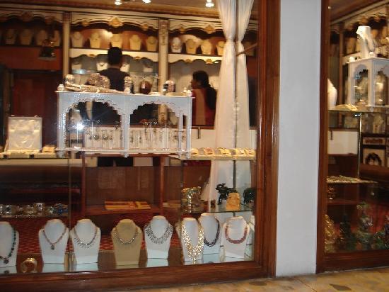 โรงแรม เดอะ เรดิสัน แจ๊ส คาจูราโฮ: Shopping at Raddisson