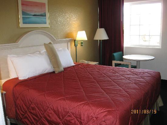 Ramada Medford Hotel and Conference Center: medford ramada gyestroom 01