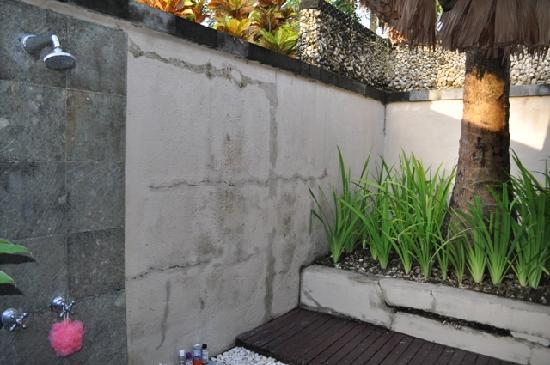 Kima Bajo Resort & Spa, Manado: Outdoor shower